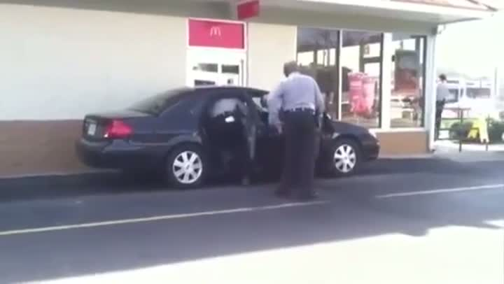 Woman Get Tasered For Cutting In Line At McDonalds