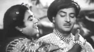 Aankh Seedhi Lagi - Kishore Kumar, Pran, Half Ticket Song