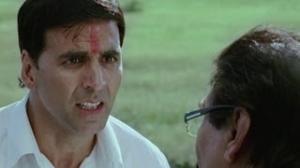 Akshay Kumar dupe's Asrani - Khatta Meetha Movie