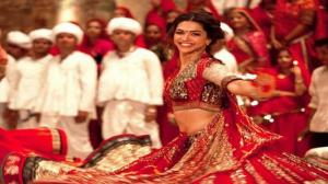 Nagada Sang Dhol - Ram Leela Song - ft.Deepika Padukone & Ranveer Singh