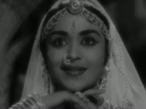 Radhike Tune Bansuri Churayi - Classic Hindi Devotional Song - Sunil Dutt, Saroja Devi - Beti Bete (1964)