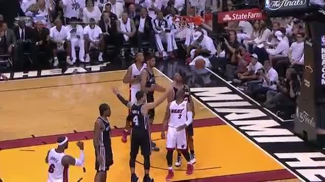 NBA: Dwyane Wade Sinks the Crazy Circus Shot Behind His Back (Basketball Video)