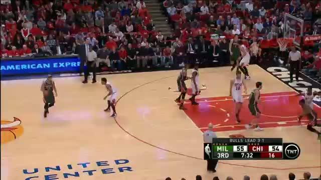 NBA: Pachulia Makes Difficult Off-Balance Shots