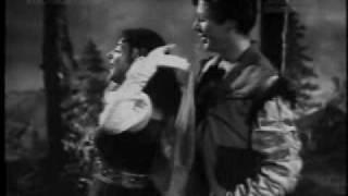 Pyaar Bhari Pyaar Bhari Dhadkanon ke Haar | Angarey (1954) | (Lata Mangeshkar) | (Old Is Gold)