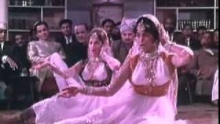 Saakiya ek Jaam Woh Bhi to De De    Neend Hamari Khwab Tumhare (1966)    Asha Bhonsle & Mubarak Begum    {Old Is Gold}