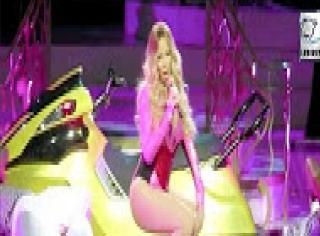 Watch: Mariah Carey's SIZZLING PERFORMANCE (Video)