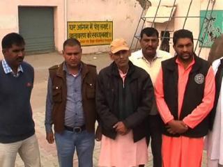 CM Na Banne Se Dukhi Vij Kar Rahe Hain Amaryadit Bhasha Ka Paryog