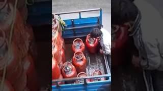 கேஸ் எப்படி திருடராங்க பாருங்க Secret Thief