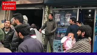 #Accident Woman and her baby hurt in an accident near Qamarwari Srinagar.