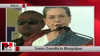 Bihar - Sonia Gandhi addresses Congress poll rally at Bhagalpur, takes on Modi govt Politics Video