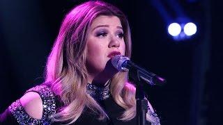 Kelly Clarkson Breaks Down in Tears During Her 'American Idol' Performance