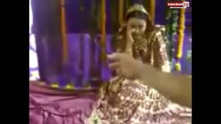 Funny Vidai video- Bride fell down during the ceremony!