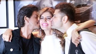 Shahrukh Khan KISSES Dabboo Ratnani's Wife - Cute Moment - Dabboo Ratnani's Calendar 2017 Launch