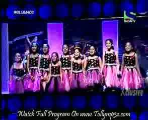 Entertainment Ke Liye Kuch Bhi Karega 6th June 2011 Part 3 season 4 A girl control 2 bikes in her legs