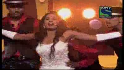 Shreya Ghoshal's bold performance on Grand Finale- X Factor India - Episode 32 - 2nd Sep 2011