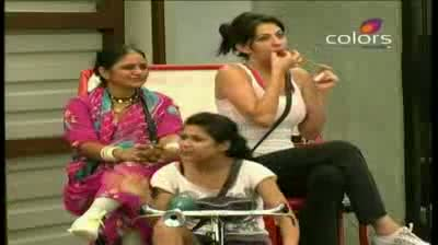 Bigg Boss 5 - (5-October-2011) Mandeep released from jail and refuses to work