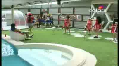 Bigg Boss 5 - (6-October-2011) Cheerleaders perform for 'Shakti'maan