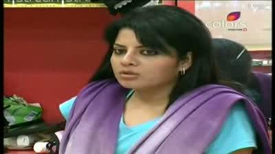 Bigg Boss 5 - (6-October-2011) Shradha is down market, snaps Mahek