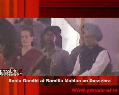Sonia Gandhi attends Dussehra Celebrations Ramlila maidan in Delhi, 6th October 2011