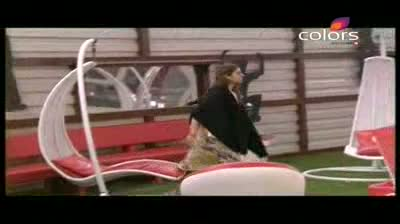 Bigg Boss 5 - Pooja Bedi released from jail; Ignores Missra (10-October-2011)