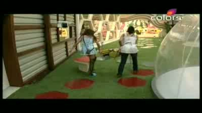 Bigg Boss 5 - House mates cast vote to elect captain (13-October-2011)