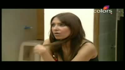 Bigg Boss 5 -- Raageshwari unable to convince Pooja Bedi, Juhi Parmar (14-October-2011)