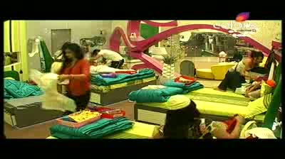 Bigg Boss 5 - New task transforms house mates into parents & toddlers (18-October-2011)