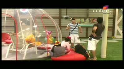 Bigg Boss 5 - Siddharth back stabs and lies to Amar (19-October-2011)