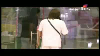Bigg Boss 5 - Vida wears stilettos to seduce Amar (22-October-2011)