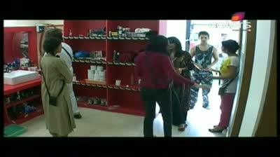 Bigg Boss 5 - Shardhha calls Pooja Bedi a 'mad' woman (24-October-2011)