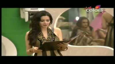 Bigg Boss 5 - House mates perform pooja, burst crackers (27-October-2011)
