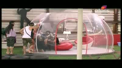 Bigg Boss 5 - Show-down aftermath, Akashdeep tries consoling Mahek Part 5