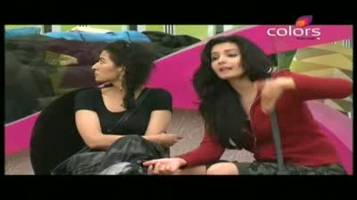Bigg Boss 5 - Akashdeep threatened by Mahek (4-November-2011)
