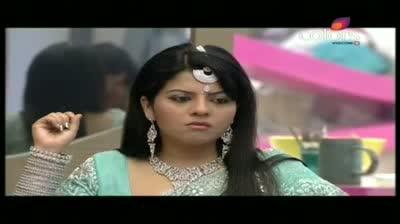 Bigg Boss 5 - Laxmi, Missra fight over a parantha (9-November-2011)