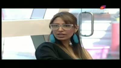 Bigg Boss 5 - Siddharth suggests Missra to kiss Amar (13-November-2011)