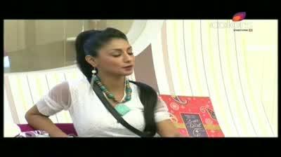 Bigg Boss 5 - Sky loses Shonali to Amars party (16-November-2011)