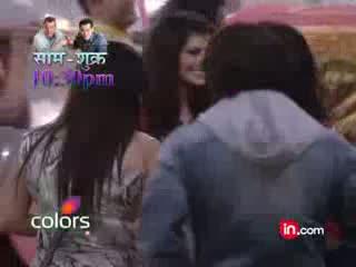 Sunny Leone enters the Bigg Boss House Bigg Boss Season 5 Videos