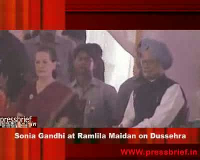 Sonia Gandhi attends Dussehra Celebrations Ramlila maidan in Delhi, 6th October 2011