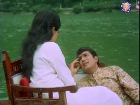 Jis Gali Mein Tera Ghar - Rajesh Khanna and Asha Parekh - Kati Patang