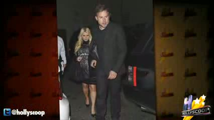 Heavily Pregnant Jessica Simpson Glams Up