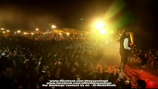 Yo Yo Honey Singh and Mafia Mundeer Live erforming in Noida @ Tech Mahindra Live Part - 4