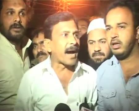 Saif Ali Khan shown black flag in Bhopal