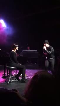 Gavin DeGraw sings to Karina Smirnoff in Nashville, TN