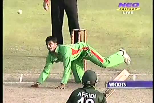 Shahid Afridi Angry From Misbah Ul Haq In Asia Cup 2012 1st Match vs Bangladesh