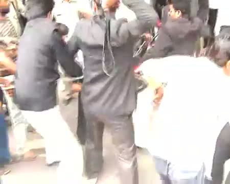 Lawyers beat man in court premises!