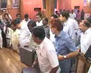 Akhilesh files nomination for Legislative Council!