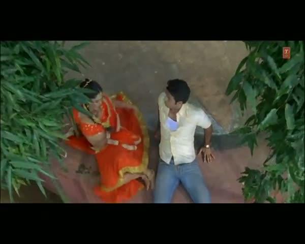 Ghungata Je Sar Se Uthaee Dihani (Full Bhojpuri Video Song) - Akhiyaan Ladiye Gail