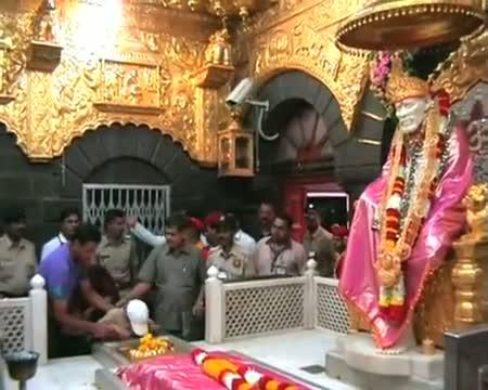Rahul Dravid takes blessing of Saibaba