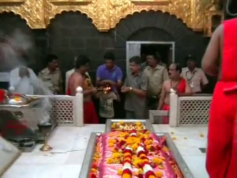 Cricketer Rahul Dravid visits Shirdi Temple