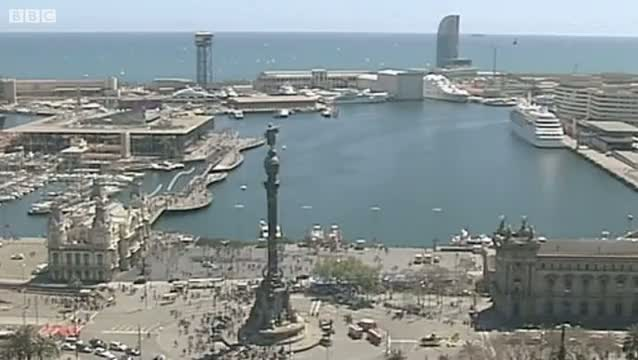 Tourists rescued from top of statue in Barcelona 2012